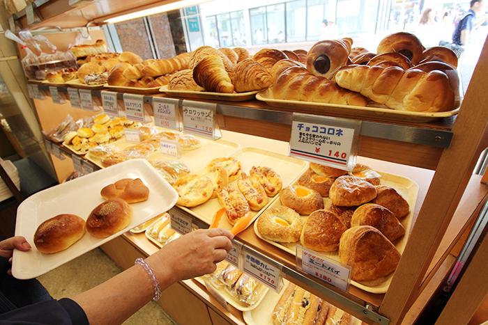 7 1階のパン売り場